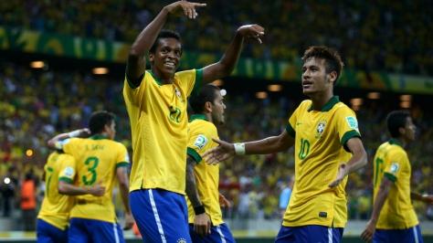 Jô en Neymar tijdens de Confederations Cup van 2013. Foto: foxsportsasia.com