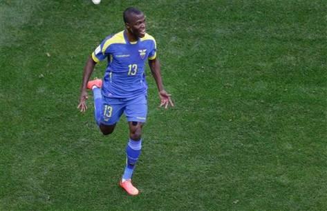 Ecuadors Enner Valencia is best wel blij na zijn openingstreffer tegen Zwitserland. Foto: mcclathyinteractive.com