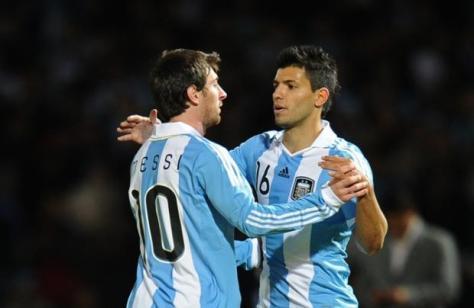 Lionel Messi en Sergio Agüero, twee van de Argentijnse leiders. Foto: Talksport.com