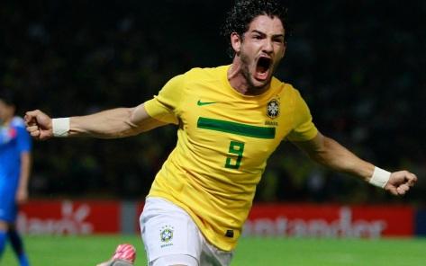 Het lijkt alweer zo lang geleden: Alexandre Pato juichend in het shirt van Brazilië. Foto: refleksija.me.
