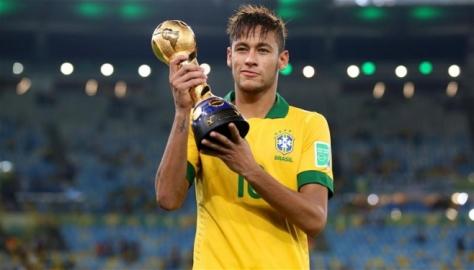 Neymar in betere dagen, met de Confederations Cup in handen. Foto: tipsteacher.com.